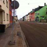 Die frisch geteerte Karthäuser Straße.