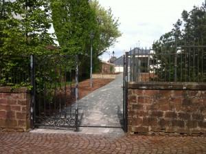 Die Tür zur Kita St. Johann in Karthaus steht ab sofort wieder offen.