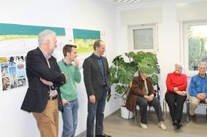 Bürgermeister Dr. Karl-Heinz Frieden, der Quartiersmanager Dominik Schnith und Planer Klaus-Dieter Aichele stellten die Planungen vor und gingen auf die Anfragen und Anregungen der Bürgerinnen ein.